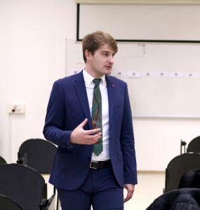Jakob Patekar teaching